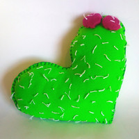 Decor Cushion felt cactus heart, felted nopal, Decorative pillow, Mexican felt cacti, felt plant, rustic sttufed tunas embroidery pillow