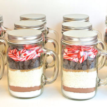 12 Mint Hot Chocolate Mix in Glass Mason Jar Mug- 12 Candy Cane Hot Cocoa Mixes