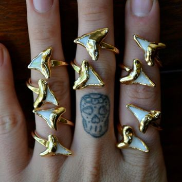 Lux Divine Shark Tooth Wrap Ring Gold