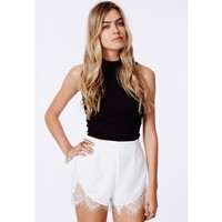 Missguided - Granada Lace Hem Runner Short White