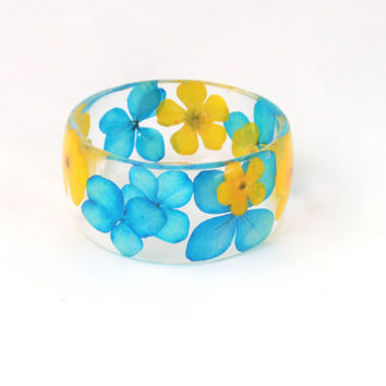 Real flower Bracelet -Size M- Resin Bracelet, Resin bangle bracelet, Chunky Thick Rounded Bangle, Real Plant Bracelet, Hydrangea & Buttercup