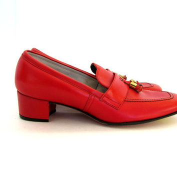 60s orange red loafers. chunky heeled shoes with tassels. size 7.5