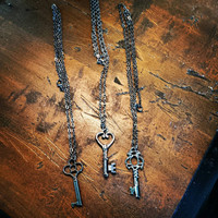 Vintage gunmetal skeleton key necklace pendant Steampunk