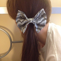 Grey chevron bow