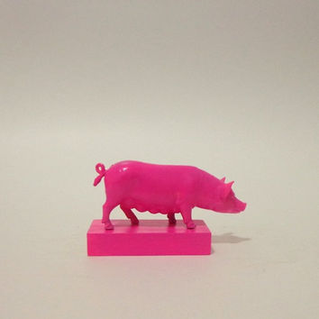 Hot pink pig bookends - Two glossy, hot pink, fushia hog pig bookends paperweights figurines book ends pink piggy