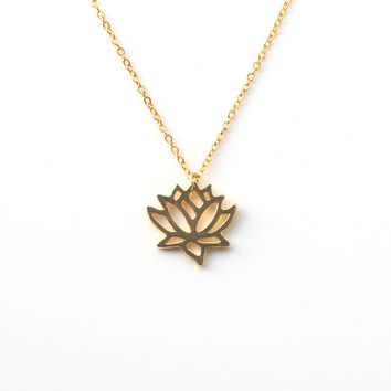 New Simple Gold and Silver Lotus Necklaces for Women Elegant Vivid Lotus flower Pendant Necklaces