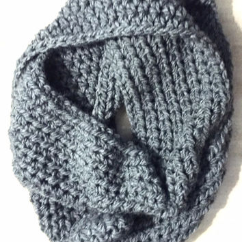 Chunky Infinity Scarf, Womens Crocheted Infinity Scarf, Seamless infinity scarf, ANY COLOR