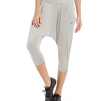 Nike Avant Move Capri | Dillards