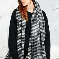 Houndstooth Scarf in Black & White - Urban Outfitters