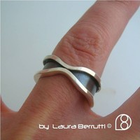 Sterling Silver Ring Framing an Encounter by LauraBerrutti