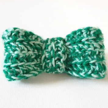 Green Bow Brooch, Small Green Bow, Green Crochet Pin, Green Bow Pin, St Patrick's Day, Small Knit Bow