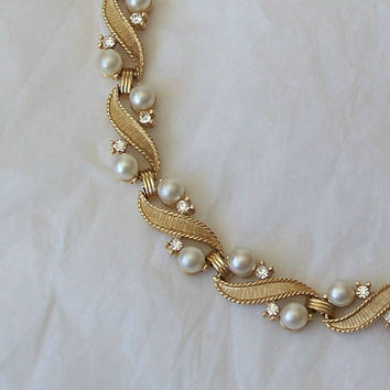 Crown Trifari Pearl Rhinestone Choker Necklace Gold Tone
