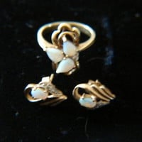 Gorgeous Vintage 10k Gold Genuine Opal(s) and Diamond Ring & EarRings Size 6