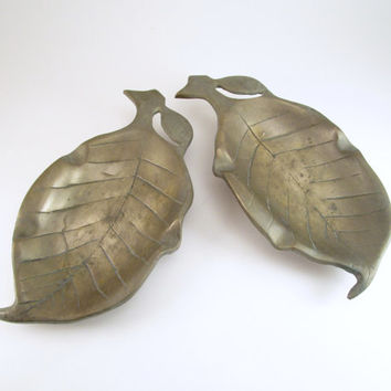 Vintage Brass Leaf Dish, Leaf Nut Dishes, Set of 2 Brass Leaf Candy Dishes, Brass Leaf Ashtrays, Key Holder, Kitchen Spoon Rests, Blunt Tray