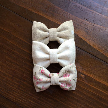 Linen dot, cream linen, and pale linen floral Seaside Sparrow hair bows. Perfect gift for her!
