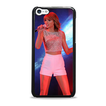 Taylor Swift Hits The Stage In A Cute Top And Shorts To Perform iPhone 5c Case