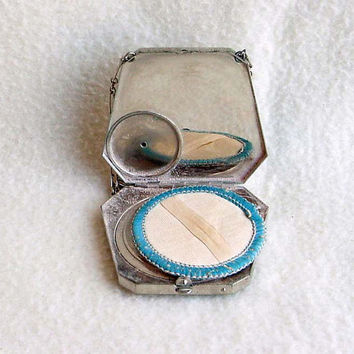 Silver Compact  Dance Purse Art Deco Bag Vintage Vanity Accessory Powder Box Mirror 2 1/4 Inches Tall By 2 1/2 Inches Wide Textured Design