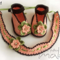 Crochet pattern baby booties with matching headband. Full of large pictures! Permission to sell finished items.