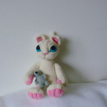 Needle felted animal cat felted wool white Cat.needle felted cat Soft sculpture original design by LinenWoolRainbow