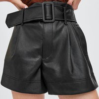 SHORTS WITH BELTDETAILS
