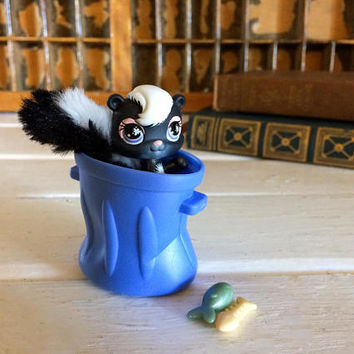 Littlest Pet, Little Pet Shop, LPS, Little Pet Skunk, LPS Skunk, Pet Shop Skunk, Collectible LPS, Little Pet Toy, Pet Shop Figurine, Animal