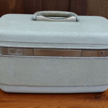 Vintage White Samsonite Silhouette Train Case Cosmetics Case Luggage Mid Century Hardside Suit Case Great Retro Travel Style Decor Day Trip