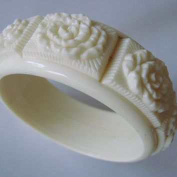 Vintage Molded Early Plastic Ivory White Celluloid Bangle Bracelet Jewelry Jewellery