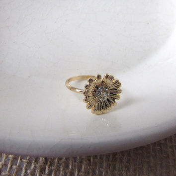 Daisy ring with crystal centre in 18k Gold, Rose gold or 925 Silver, Flower crystal ring