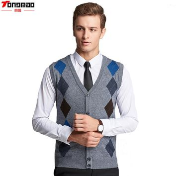 2017 Men's Autumn&Winter Business V-neck Wool Argyle Single Breasted Sleeveless Vest Knitted Casual High Quality Sweater