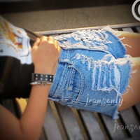 High waisted destroyed denim shorts by Jeansonly by Jeansonly