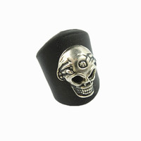 Beautiful Handmade Ajustable  Skull Rivets  Black  Leather Ring R2