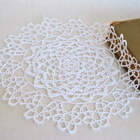 White Crochet Doily, tabletop decor, lace centerpiece, Vintage Doily, cottage chic