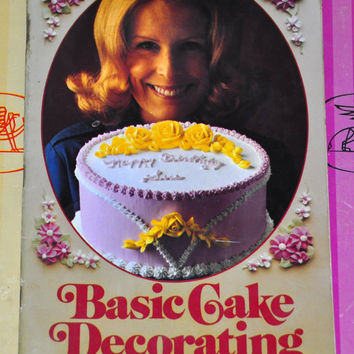 Basic Cake Decorating the Wilton Way. 1970's Recipe Booklet. 1975 Vintage Cookbook. Learn how to make flowers, figures, and decorations!
