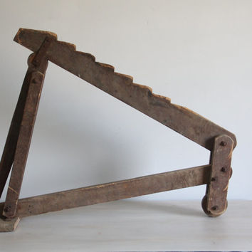 antique wooden wagon / buggy jack, primitive farm tool /