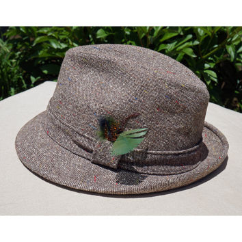 Classic Stetson Hat, Fedora, Neutral Brown, Green Feather, Unisex, Men's size, Excellent Condition