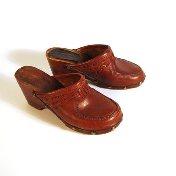 Leather Wooden Clogs Vintage 1970s Wood Platform Whiskey Brown Women's size 6