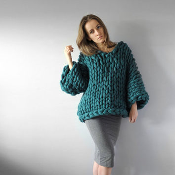 Mezzo punto. V-neck sweater. Oversize sweater. Merino wool. Cozy, warm, smooth.