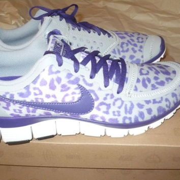 New NIKE FREE 5.0 V4 Running Shoes PURPLE & GREY LEOPARD Womens Size 8.5 U.S.
