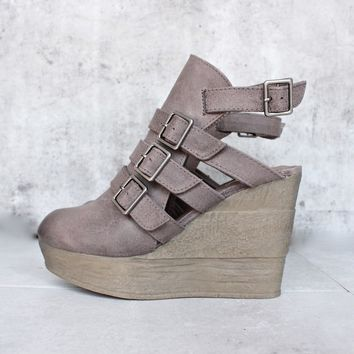 Sbicca   Gomez   Womens Ankle Bootie   Taupe