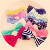 V's Boutique — Hair Bow