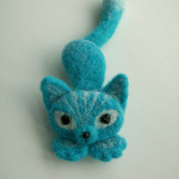 Needle Felted Cat Brooch, Light Blue Cat Felt Brooch, Cat Felt Pin, Animal brooch, Tail Pointed Up