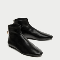 FLAT LEATHER ANKLE BOOTS WITH ZIP DETAILS