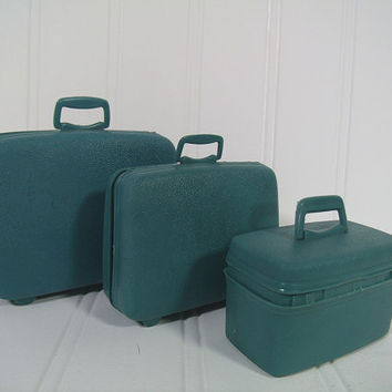 Vintage Barbie Doll Size Luggage Set of 3 Pieces - Retro Fashion Doll Accessories Collection - Textured Blue Plastic Group 3 Miniature Bags