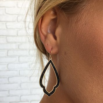 Chic Tear Drop Earrings in Black