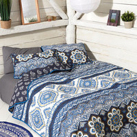 Case in Focal Point Quilt Set in Full/Queen