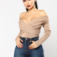 Alison Off The Shoulder Sweater - Mocha