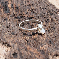 Rough opal hammered ring in sterling silver