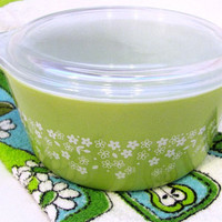 pyrex crazy daisy lime green covered casserole