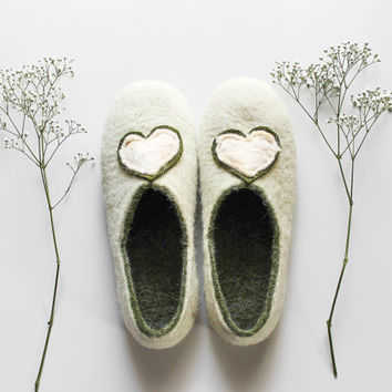 Women house shoes - wool slippers with heart  - made to order white green felted slippers -  sweetheart