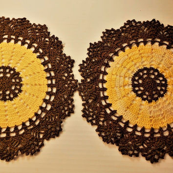 "Brown/Yellow combo Candy Dish Pattern Vtg Doily (Set of 2) 8.5"" and 9"""